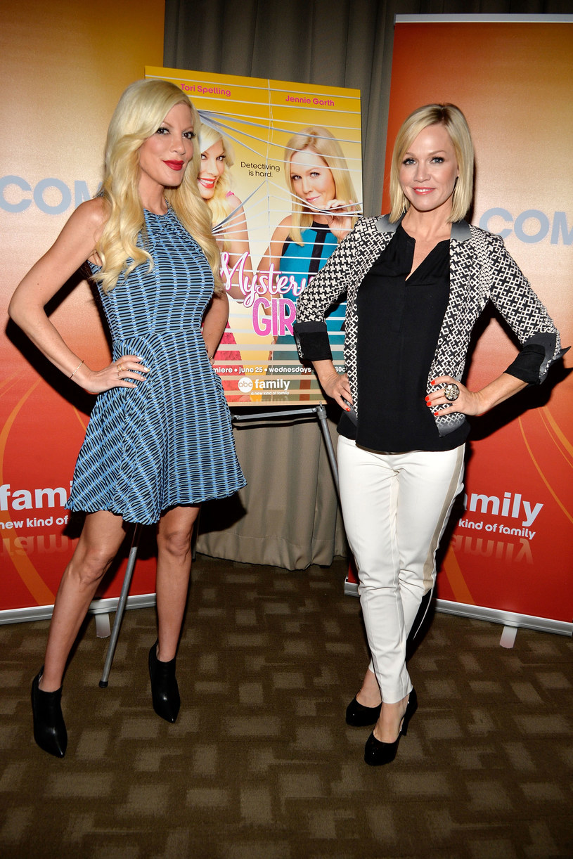 "Tori Spelling i Jennie Garth promują ""Mystery Girls"" /Ben Gabbe /Getty Images"