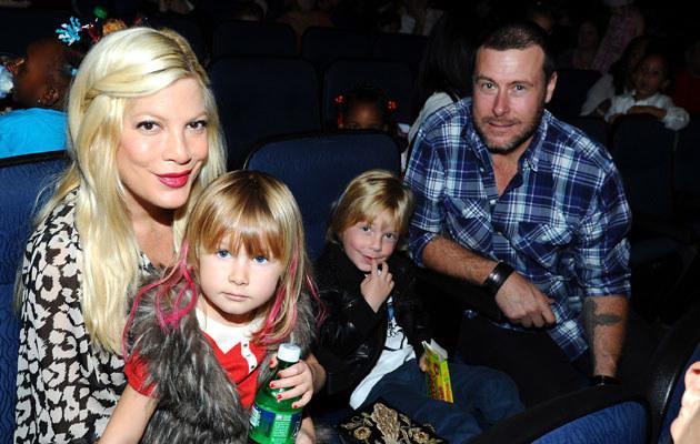 Tori Spelling z mężem i dziećmi /Michael Buckner  /Getty Images