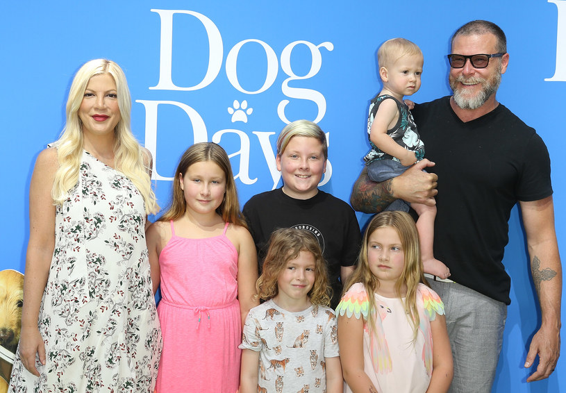 Tori Spelling z mężem i dziećmi /Michael Tran /Getty Images