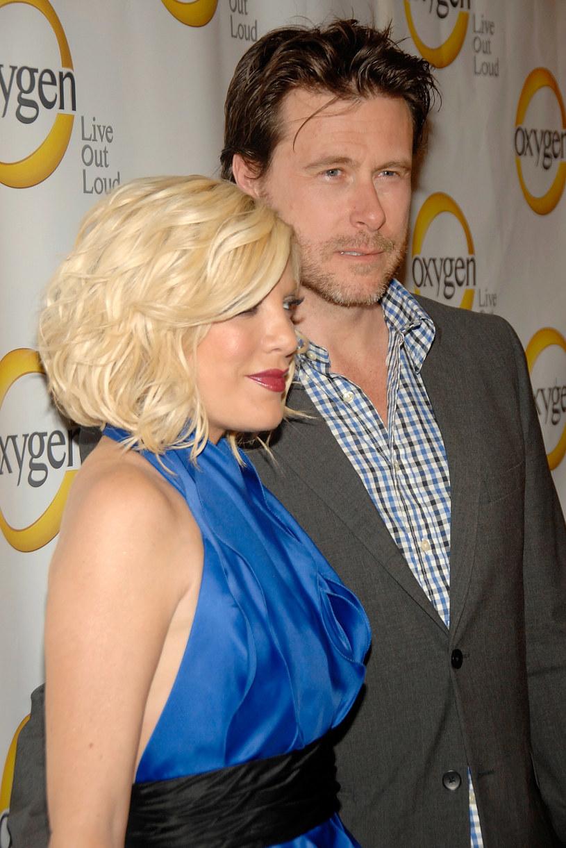 Tori Spelling z mężem /Ben Gabbe /Getty Images