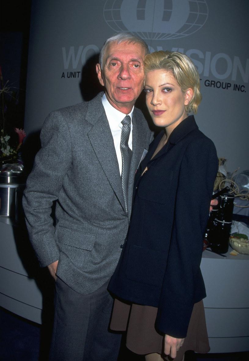 Tori Spelling z ojcem Aaronem Spellingiem - 1999 r. /Diane Freed /Getty Images