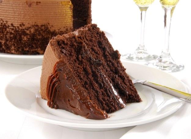 Tort czekoladowy - idealny na każdą okazję /123RF/PICSEL