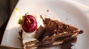 Tort czekoladowy przekładany czereśniami