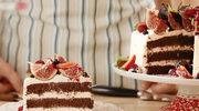 Tort czekoladowy z kremem na bazie mascarpone i świeżymi owocami