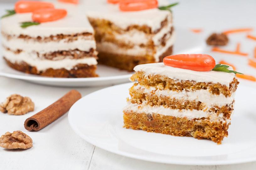 Tort marchewkowy z kremem o smaku pomarańczy /123RF/PICSEL