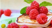 Tort naleśnikowy z malinami