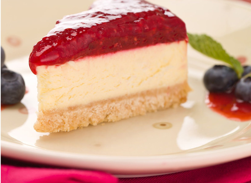 Tort serowo - malinowy /123RF/PICSEL
