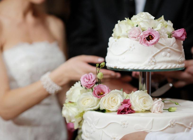 Tort to ozdoba przyjęcia weselnego /123RF/PICSEL