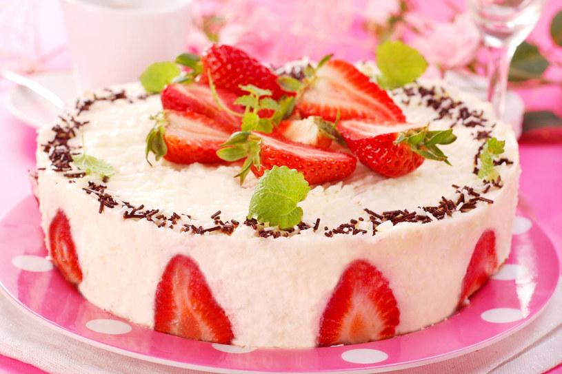 Tort truskawkowy /123RF/PICSEL