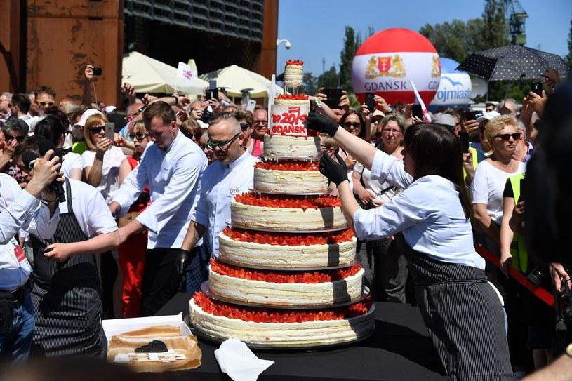 Tort w Gdańsku z okazji 30. urodzin polskiej demokracji /Wojciech Strozyk/ /Reporter