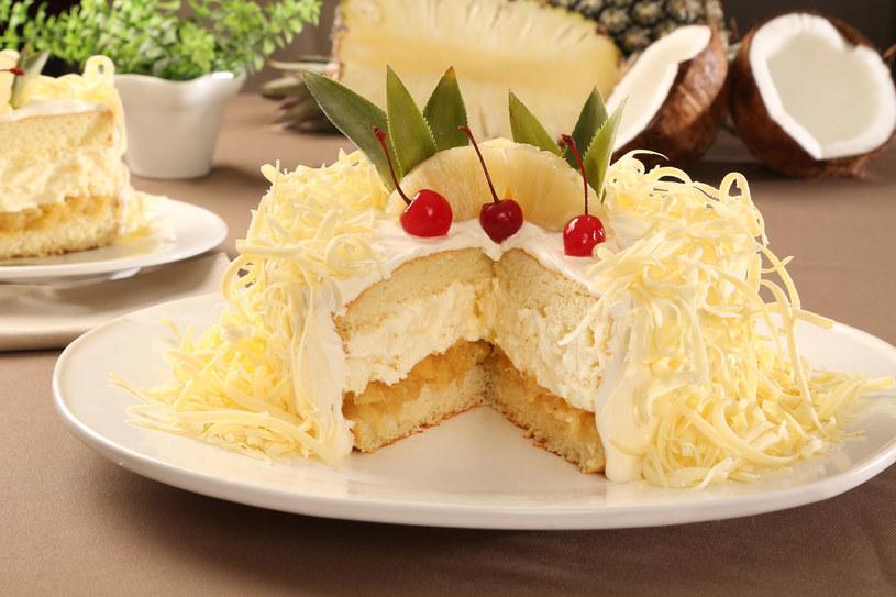 Tort z ananasem /123RF/PICSEL