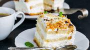 Tort z białą czekoladą i migdałami