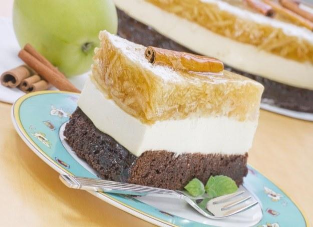 Tort z jabłkami na każdą okazję /123RF/PICSEL