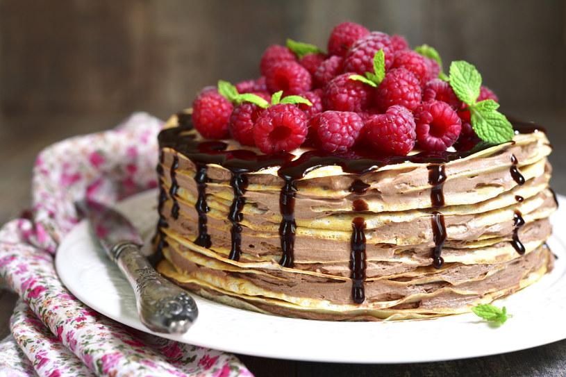 Tort z naleśników to alternatywa dla klasycznego deseru /123RF/PICSEL