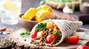Tortilla z grillowanymi warzywami i cieciorką