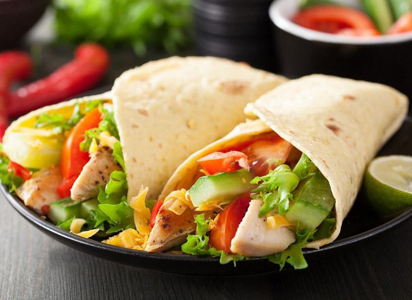 Tortilla z warzywami i pastą z bakłażana /materiały prasowe /materiały prasowe