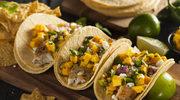 Tortille z kawałkami dorsza i salsą z mango