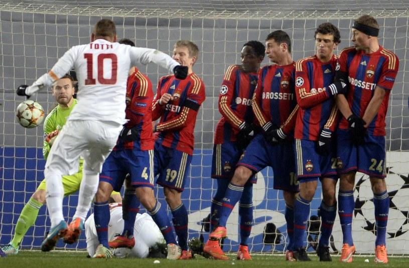 Totti zdobył piękną bramkę z rzutu wolnego /AFP