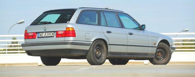 Touring to najdłużej wytwarzana odmiana serii 5 E34 – produkowano ją przez rok równolegle z sedanem nowej linii E39 (1995-2003). Była znacznie mniej popularna niż wersja 4-drzwiowa. /Motor