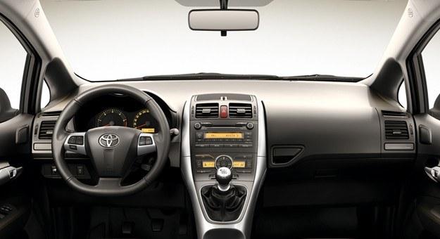 Toyota Auris Classic - kokpit /Toyota