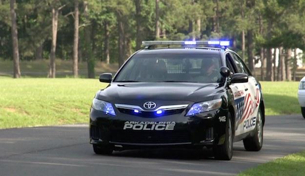 Toyota Camry Hybrid w policyjnych barwach /