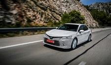 Toyota Camry znową generacją napędu hybrydowego