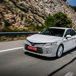 Toyota Camry z nową generacją napędu hybrydowego