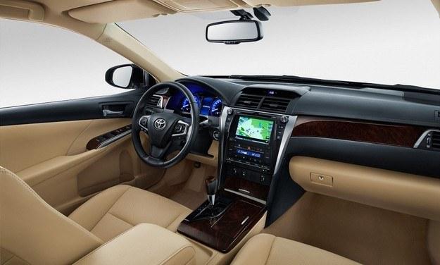 Toyota Camry /