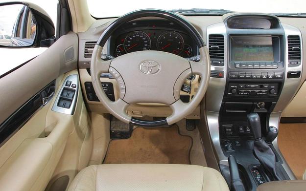 Toyota Land Cruiser deska rozdzielcza /Motor