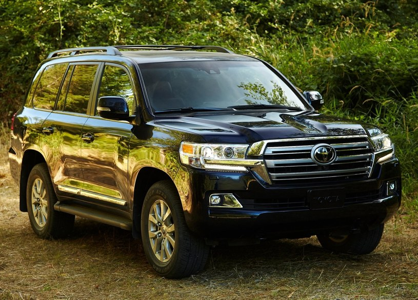 Toyota Land Cruiser V8 /