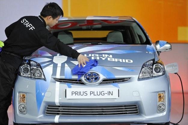 Toyota ma olbrzymie doświadczenie z hybrydami. BMW chce je wykorzystać /AFP