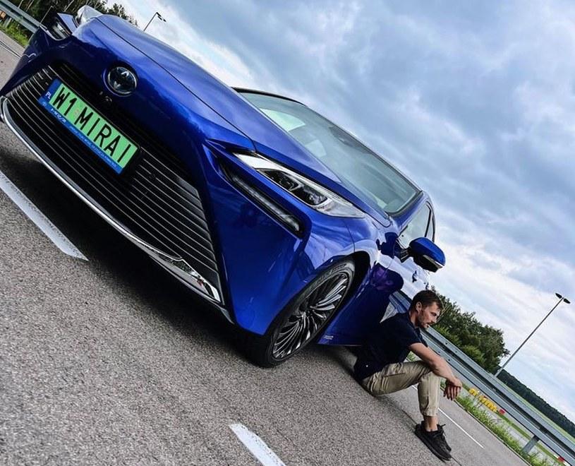 Toyota Mirai i Kuba Przygoński /
