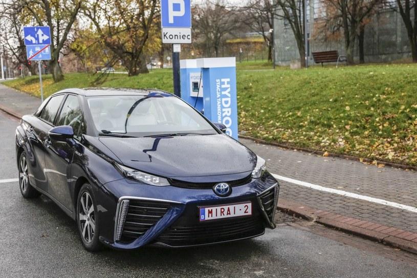 Toyota Mirai to pierwszy samochód, zaprojektowany od początku jako pojazd wykorzystujący ogniwa wodorowe /