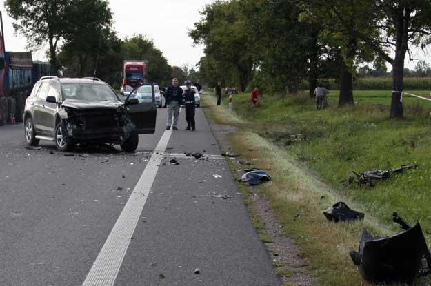 Toyota na którą wpadł jadący motocyklem Wałęsa /PAP
