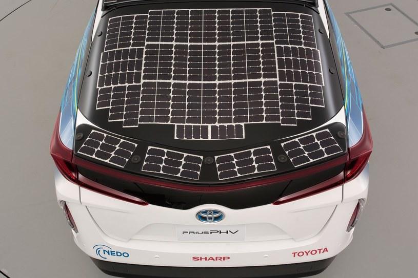 Toyota Prius wyposażona w panele słoneczne /materiały prasowe