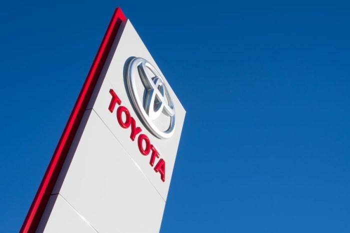 Toyota rozpoczęła prace nad elektryczną ciężarówką /123RF/PICSEL