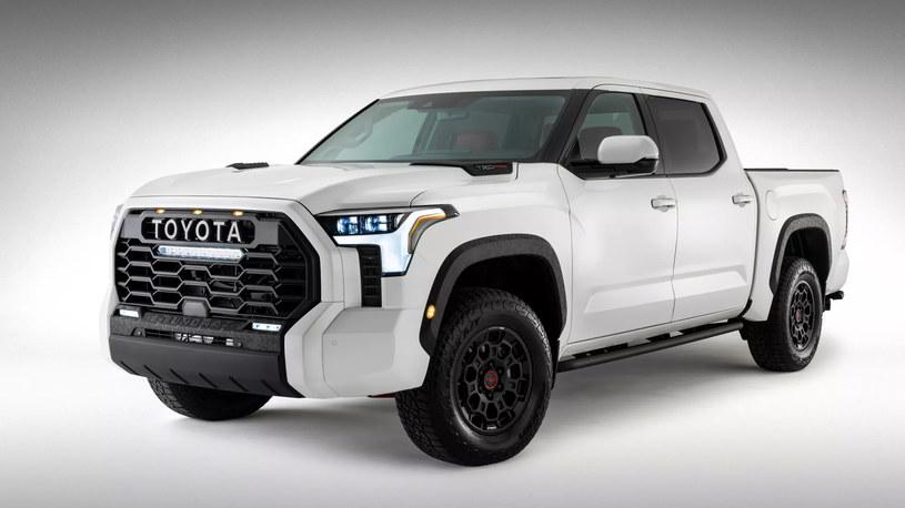 Toyota Tundra /