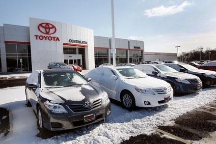 Toyota wstrzymała sprzedaż 8 modeli /AFP