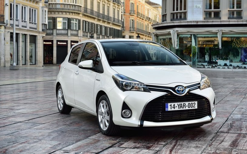 Toyota Yaris Hybrid /
