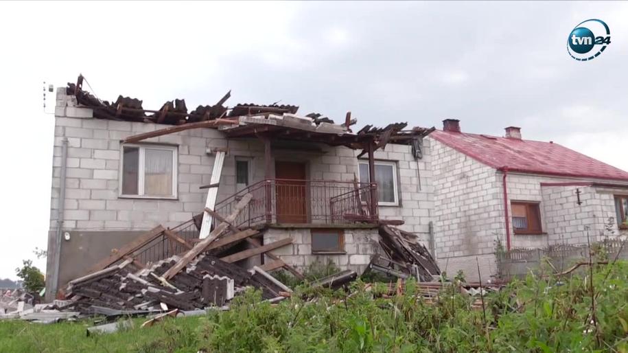 Trąba powietrzna przeszła nad miejscowością Sierzputy-Marki w powiecie łomżyńskim na Podlasiu /TVN24/x-news
