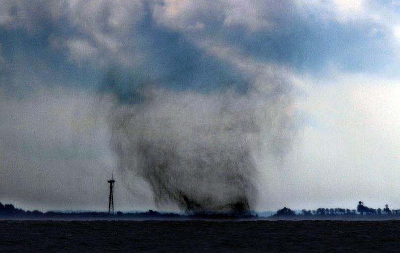 Trąba powietrzna (zdjęcie ilustracyjne) /BERND WUESTNECK / DPA / AFP /AFP