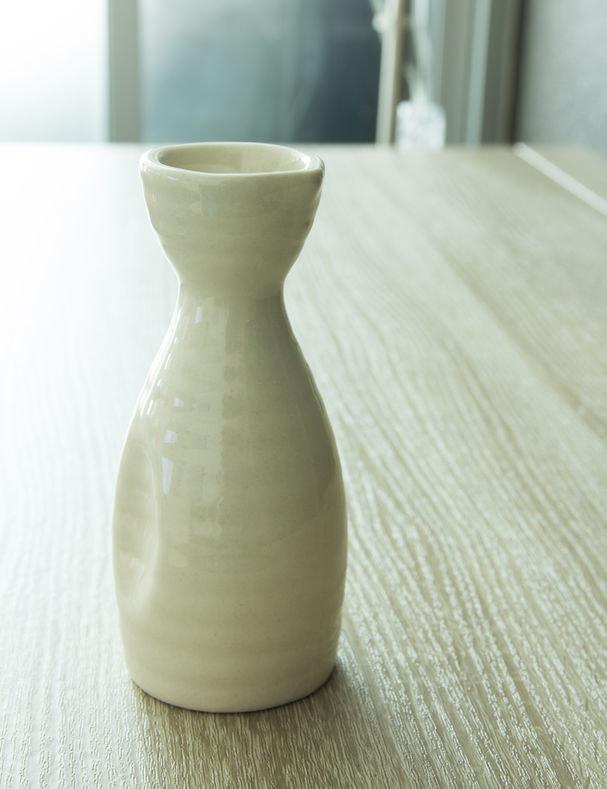 Tradycyjna butelka na sake /©123RF/PICSEL
