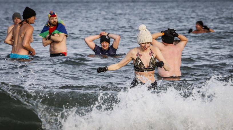 Tradycyjna kąpiel gdańskich morsów w Zatoce Gdańskiej /Karolina Misztal /Reporter