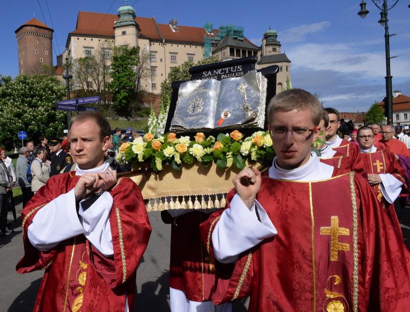 Tradycyjna procesja ku czci św. Stanisława przeszła z Wawelu do klasztoru oo. Paulinów na Skałce /Jacek Bednarczyk /PAP