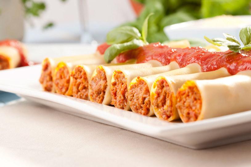 Tradycyjne Cannelloni z mięsem i pomidorami /123RF/PICSEL