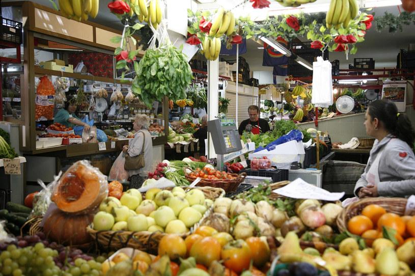 Tradycyjne, lokalne bazary to doskonałe miejsca, by poznać smak i zapach wyspy /Agencja FORUM