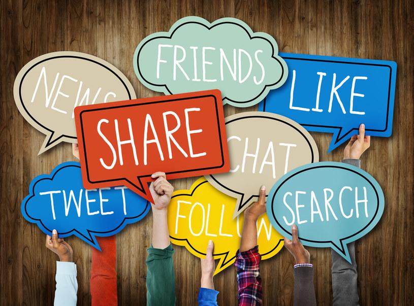 Tradycyjne serwisy a ich profile w social media – jak spójnie prowadzić działania? /materiały prasowe