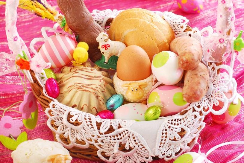 Tradycyjne święcenie pokarmów ma swoją oprawę /123RF/PICSEL