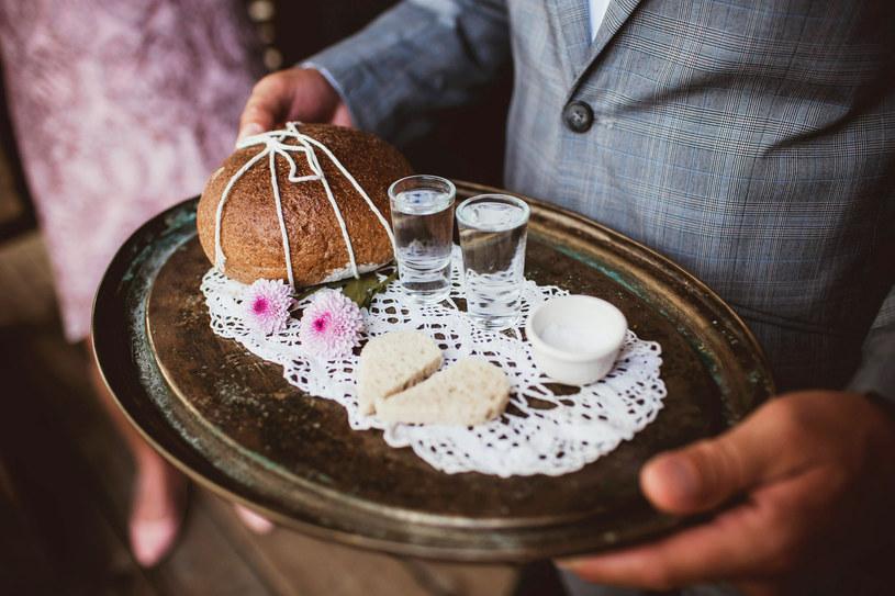 Tradycyjne wesele nie musi być drogie /123RF/PICSEL