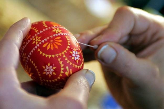 Tradycyjne wykonywanie pisanki /AFP